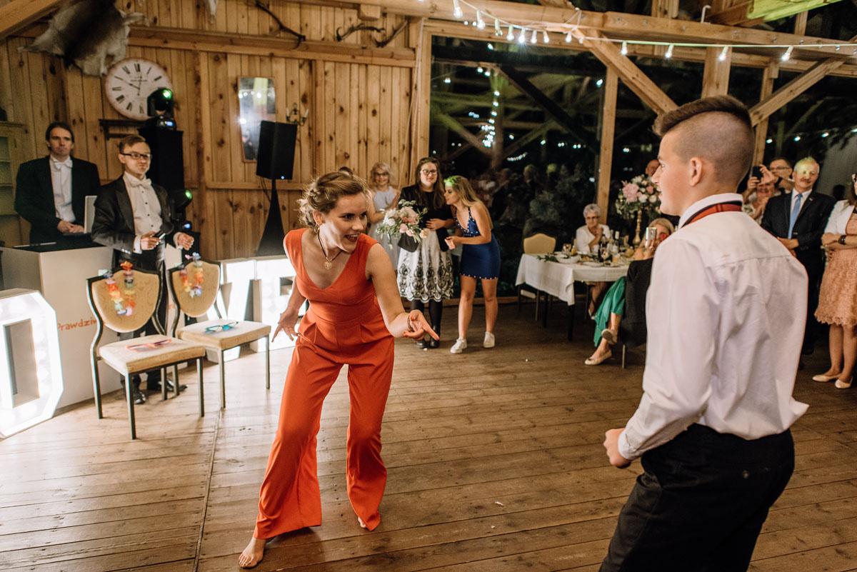 alternatywny-slub-wesele-w-stylu-slow-wedding-szklana-stodola-Bozenkowo-Swietliste-fotografujemy-emocje-Magda-Jakub-257