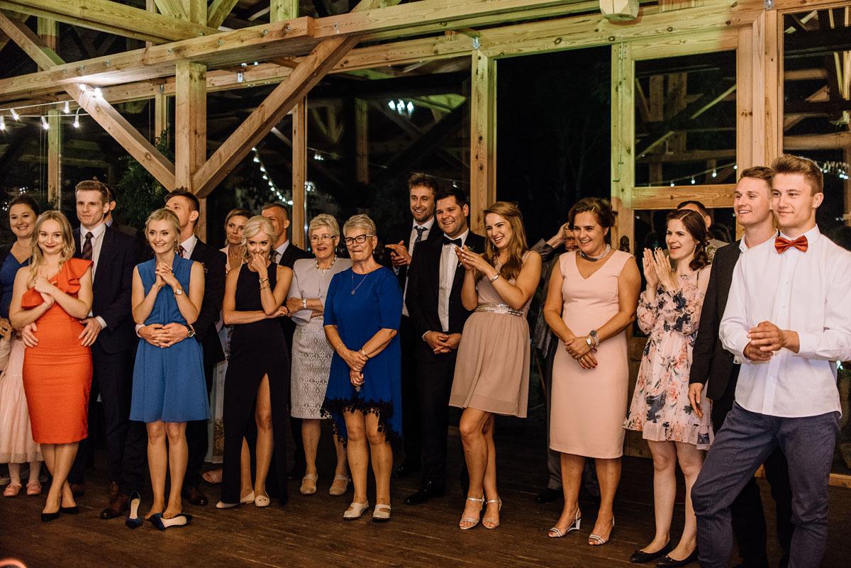 alternatywny-slub-wesele-w-stylu-slow-wedding-szklana-stodola-Bozenkowo-Swietliste-fotografujemy-emocje-Magda-Jakub-260