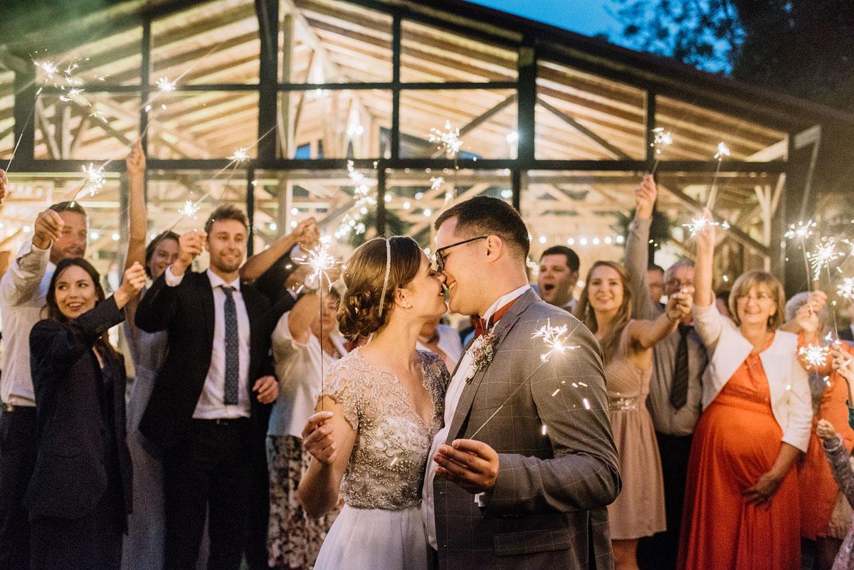 alternatywny-slub-wesele-w-stylu-slow-wedding-szklana-stodola-Bozenkowo-Swietliste-fotografujemy-emocje-Magda-Jakub-261