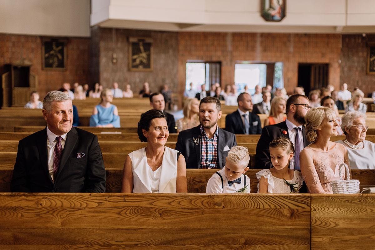 reportaz-slubny-dwor-Hulanka-kosciol-Chrystusa-Krola-Swietliste-fotografujemy-emocje-Bydgoszcz-Ewelina-Artur-052