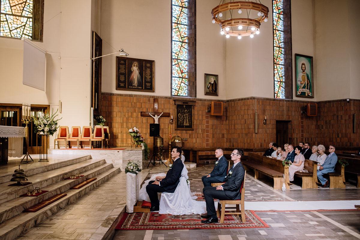 reportaz-slubny-dwor-Hulanka-kosciol-Chrystusa-Krola-Swietliste-fotografujemy-emocje-Bydgoszcz-Ewelina-Artur-054