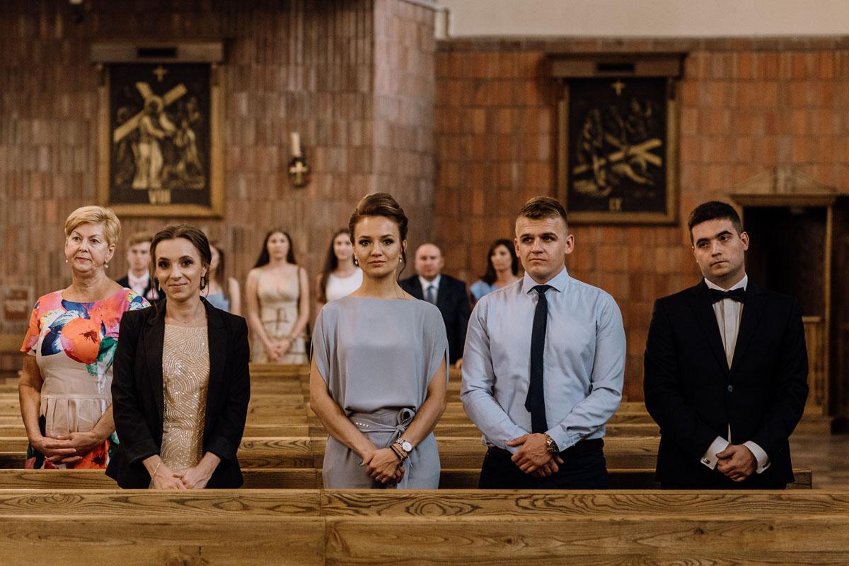 reportaz-slubny-dwor-Hulanka-kosciol-Chrystusa-Krola-Swietliste-fotografujemy-emocje-Bydgoszcz-Ewelina-Artur-055