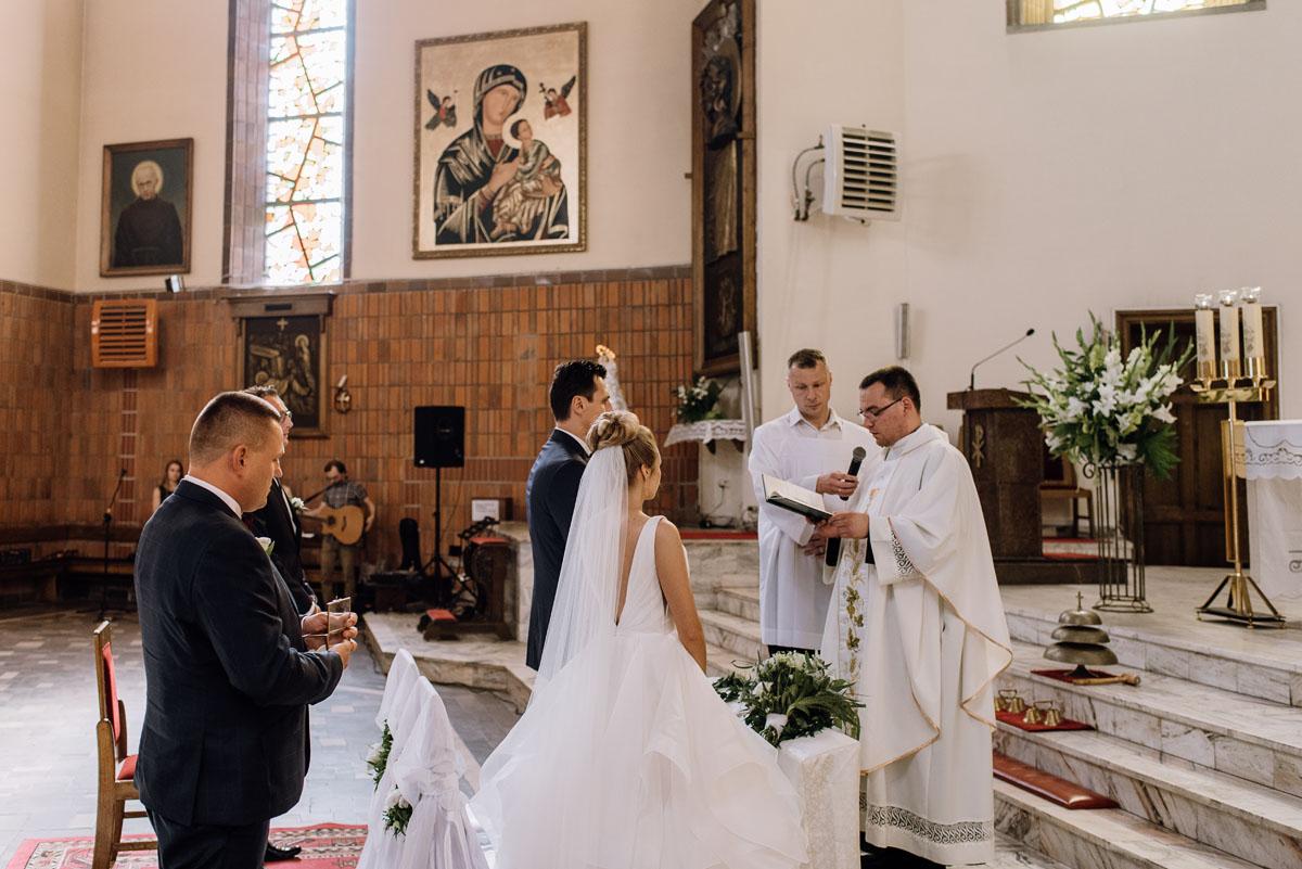 reportaz-slubny-dwor-Hulanka-kosciol-Chrystusa-Krola-Swietliste-fotografujemy-emocje-Bydgoszcz-Ewelina-Artur-058