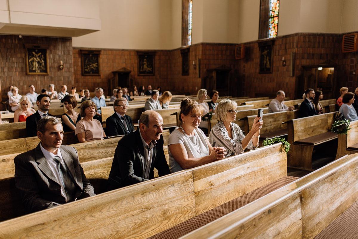 reportaz-slubny-dwor-Hulanka-kosciol-Chrystusa-Krola-Swietliste-fotografujemy-emocje-Bydgoszcz-Ewelina-Artur-075
