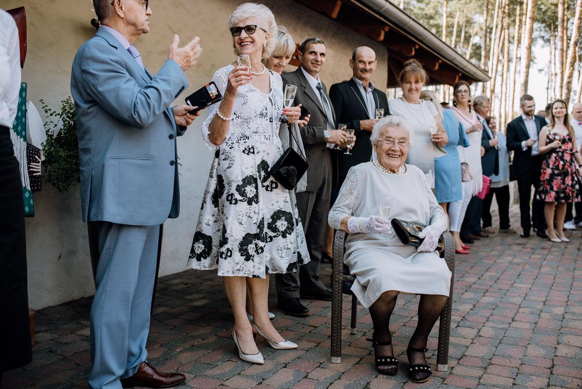 reportaz-slubny-dwor-Hulanka-kosciol-Chrystusa-Krola-Swietliste-fotografujemy-emocje-Bydgoszcz-Ewelina-Artur-100