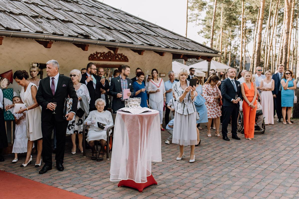 reportaz-slubny-dwor-Hulanka-kosciol-Chrystusa-Krola-Swietliste-fotografujemy-emocje-Bydgoszcz-Ewelina-Artur-104