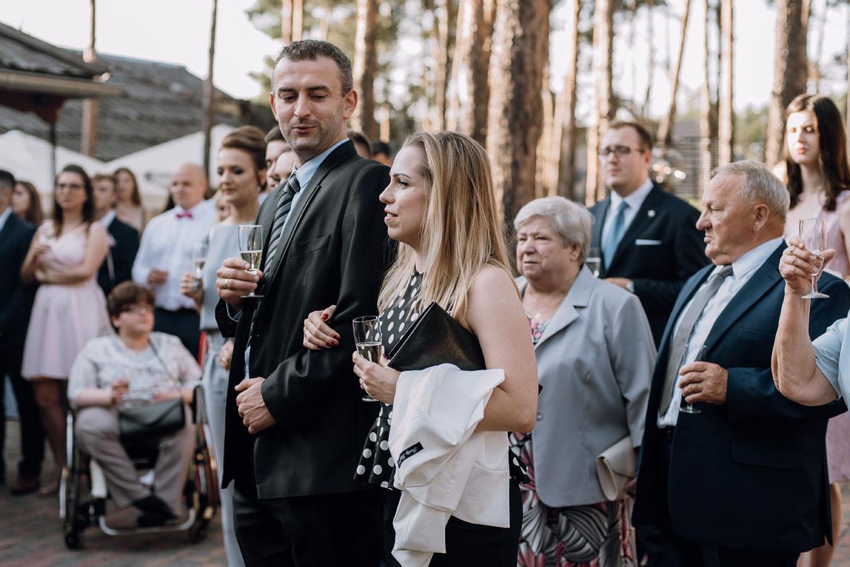 reportaz-slubny-dwor-Hulanka-kosciol-Chrystusa-Krola-Swietliste-fotografujemy-emocje-Bydgoszcz-Ewelina-Artur-105