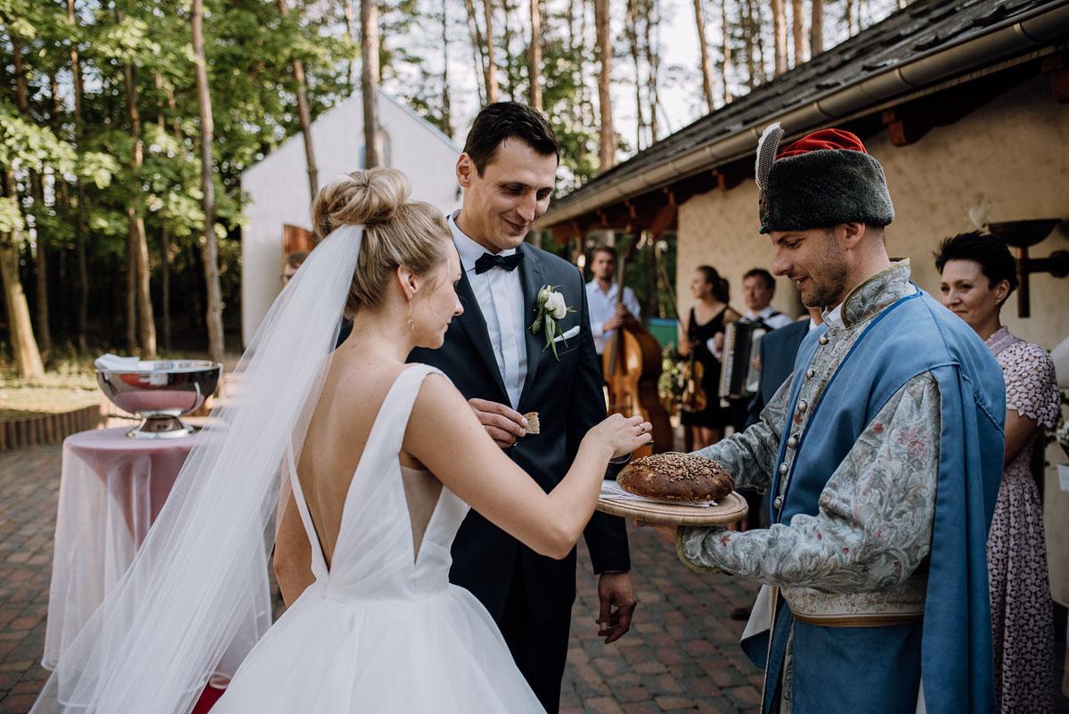 reportaz-slubny-dwor-Hulanka-kosciol-Chrystusa-Krola-Swietliste-fotografujemy-emocje-Bydgoszcz-Ewelina-Artur-106