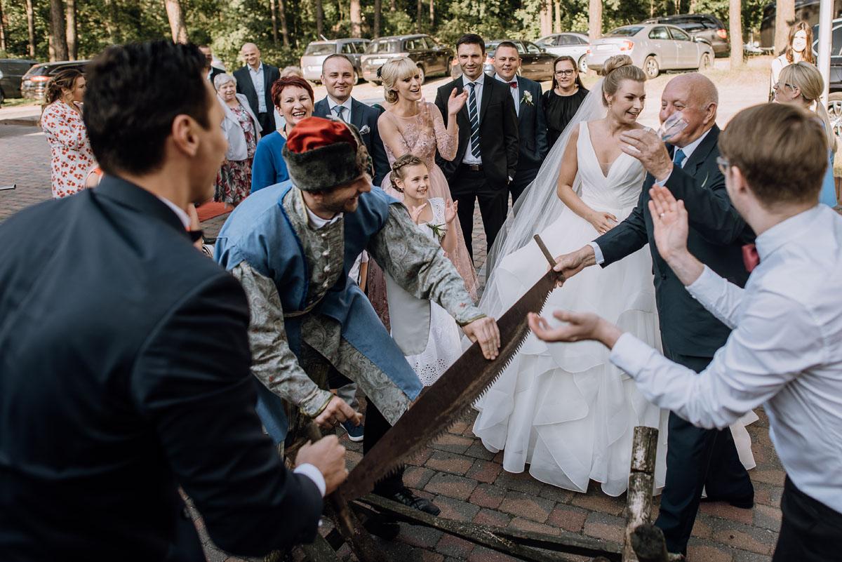 reportaz-slubny-dwor-Hulanka-kosciol-Chrystusa-Krola-Swietliste-fotografujemy-emocje-Bydgoszcz-Ewelina-Artur-109