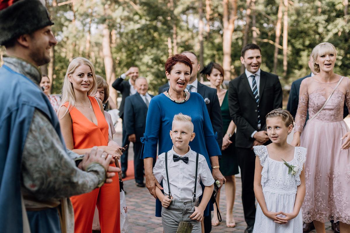 reportaz-slubny-dwor-Hulanka-kosciol-Chrystusa-Krola-Swietliste-fotografujemy-emocje-Bydgoszcz-Ewelina-Artur-110