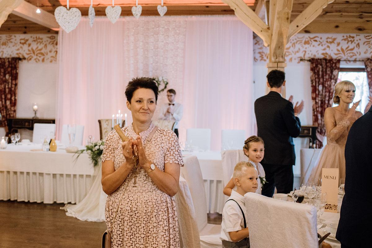 reportaz-slubny-dwor-Hulanka-kosciol-Chrystusa-Krola-Swietliste-fotografujemy-emocje-Bydgoszcz-Ewelina-Artur-113