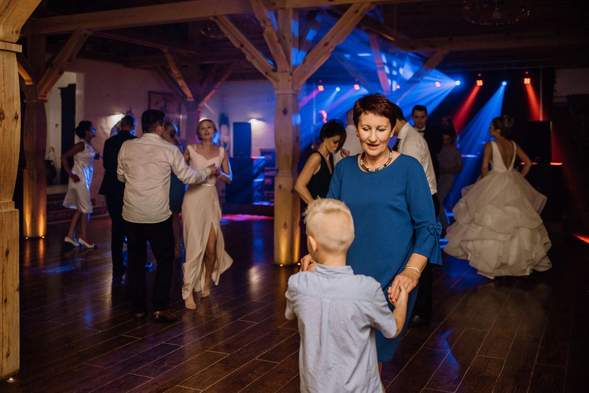 reportaz-slubny-dwor-Hulanka-kosciol-Chrystusa-Krola-Swietliste-fotografujemy-emocje-Bydgoszcz-Ewelina-Artur-125