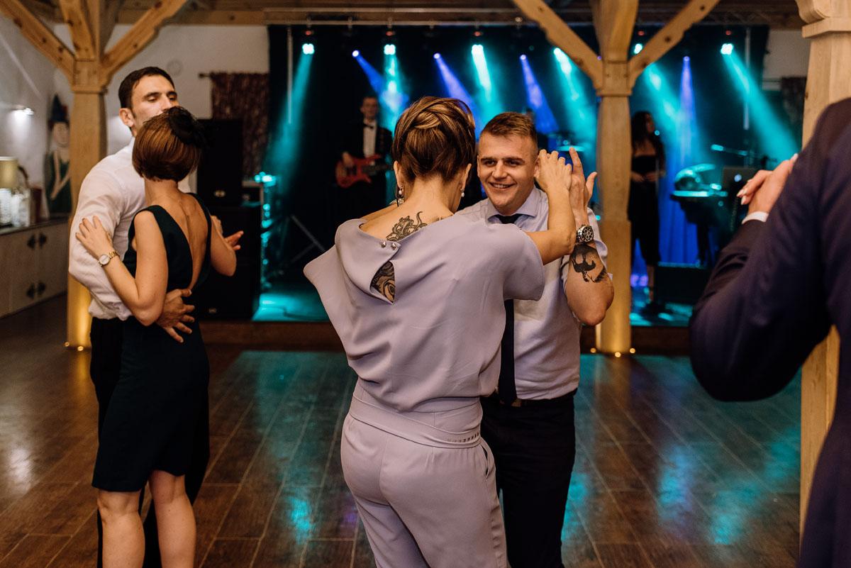 reportaz-slubny-dwor-Hulanka-kosciol-Chrystusa-Krola-Swietliste-fotografujemy-emocje-Bydgoszcz-Ewelina-Artur-126