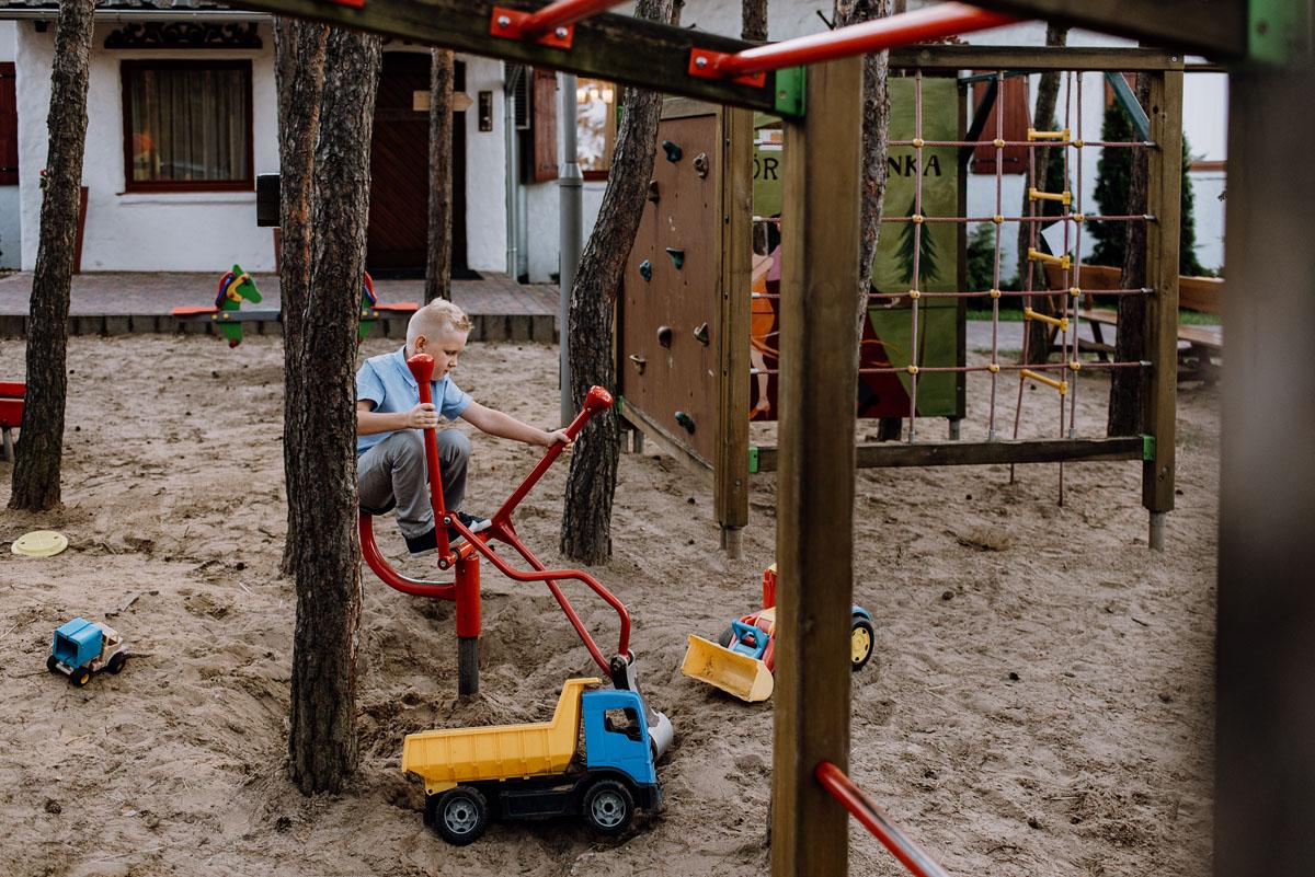 reportaz-slubny-dwor-Hulanka-kosciol-Chrystusa-Krola-Swietliste-fotografujemy-emocje-Bydgoszcz-Ewelina-Artur-130