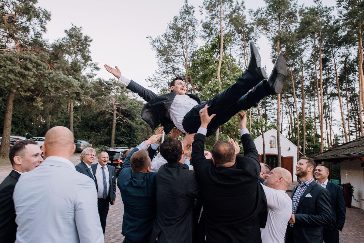 reportaz-slubny-dwor-Hulanka-kosciol-Chrystusa-Krola-Swietliste-fotografujemy-emocje-Bydgoszcz-Ewelina-Artur-135