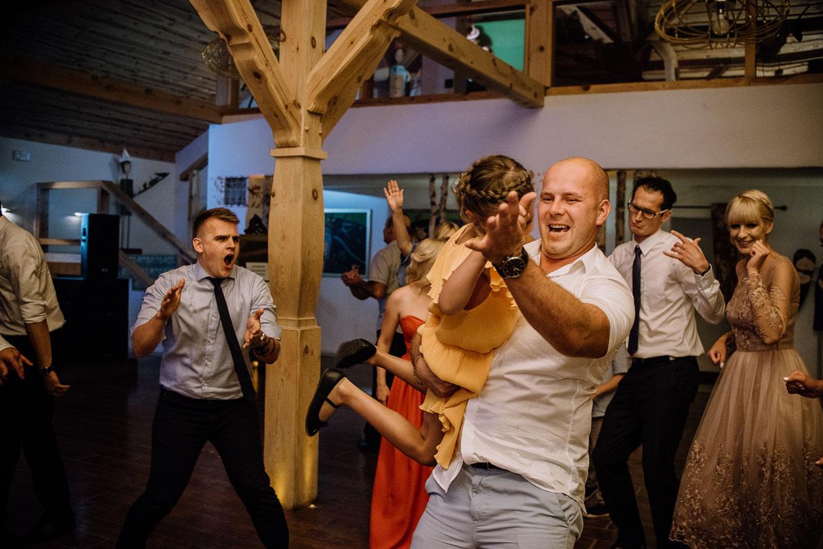 reportaz-slubny-dwor-Hulanka-kosciol-Chrystusa-Krola-Swietliste-fotografujemy-emocje-Bydgoszcz-Ewelina-Artur-148