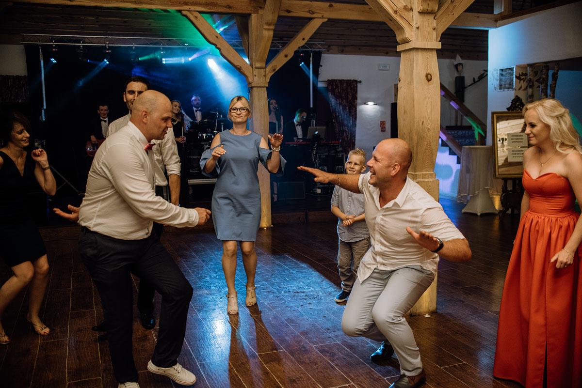 reportaz-slubny-dwor-Hulanka-kosciol-Chrystusa-Krola-Swietliste-fotografujemy-emocje-Bydgoszcz-Ewelina-Artur-149