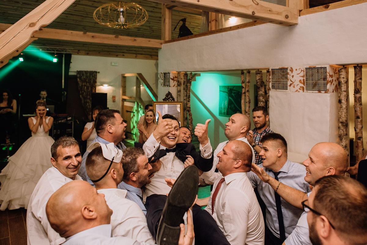 reportaz-slubny-dwor-Hulanka-kosciol-Chrystusa-Krola-Swietliste-fotografujemy-emocje-Bydgoszcz-Ewelina-Artur-173