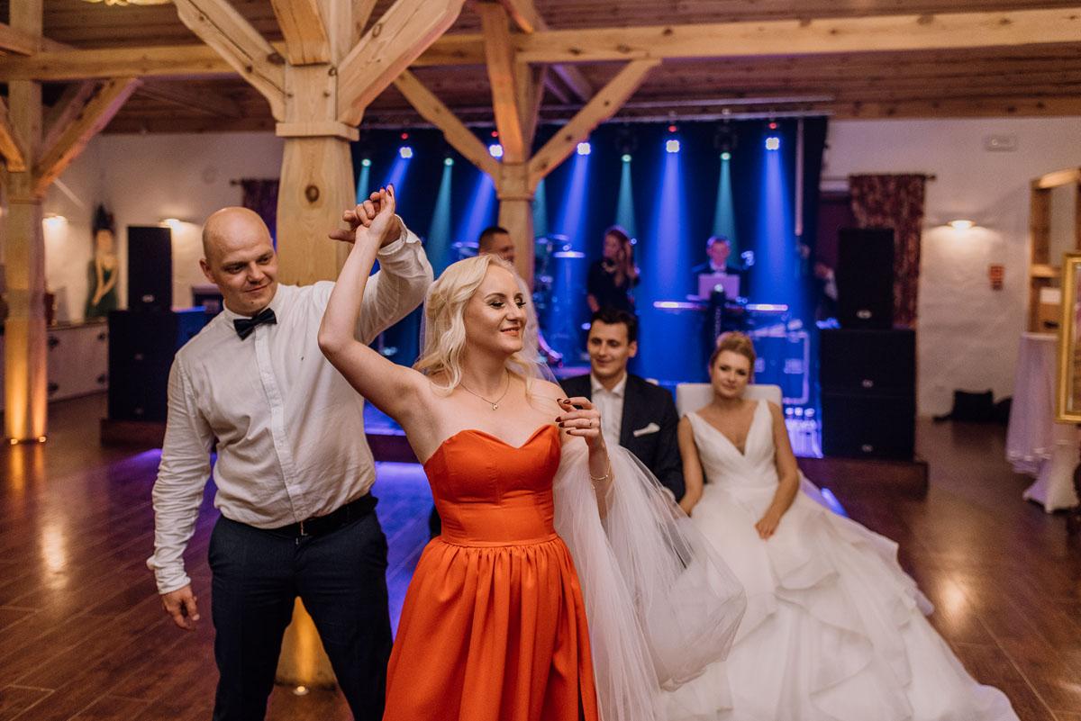 reportaz-slubny-dwor-Hulanka-kosciol-Chrystusa-Krola-Swietliste-fotografujemy-emocje-Bydgoszcz-Ewelina-Artur-190