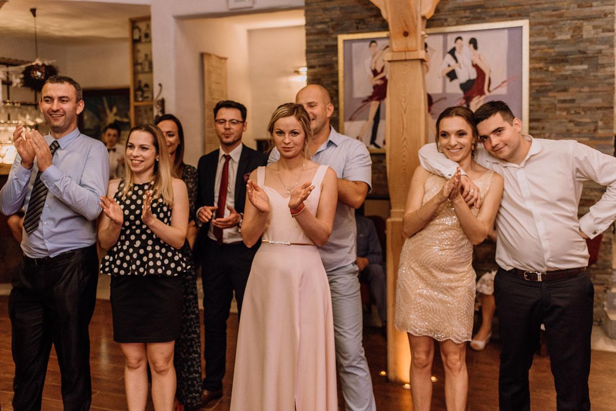 reportaz-slubny-dwor-Hulanka-kosciol-Chrystusa-Krola-Swietliste-fotografujemy-emocje-Bydgoszcz-Ewelina-Artur-193