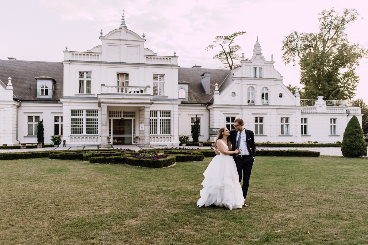 Palac-Romantyczny-Turzno-pastelowy-plener-slubny-Torun-Joanna-Milosz-012
