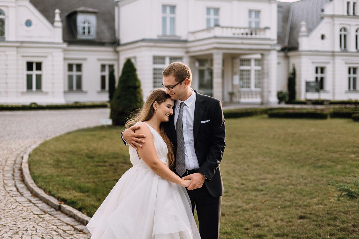 Palac-Romantyczny-Turzno-pastelowy-plener-slubny-Torun-Joanna-Milosz-018