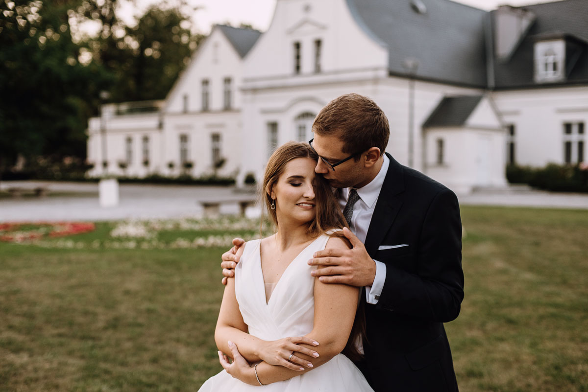 Palac-Romantyczny-Turzno-pastelowy-plener-slubny-Torun-Joanna-Milosz-028