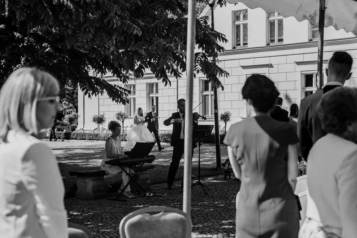 Palac-Romantyczny-Turzno-reportaz-slubny-Torun-slub-plenerowy-cywilny-Joanna-Milosz-051