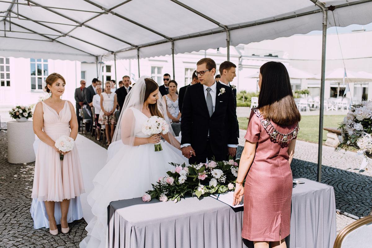 Palac-Romantyczny-Turzno-reportaz-slubny-Torun-slub-plenerowy-cywilny-Joanna-Milosz-056