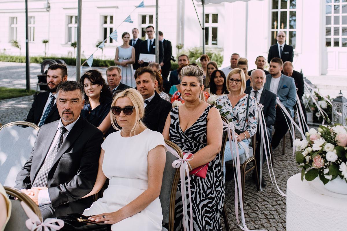 Palac-Romantyczny-Turzno-reportaz-slubny-Torun-slub-plenerowy-cywilny-Joanna-Milosz-084
