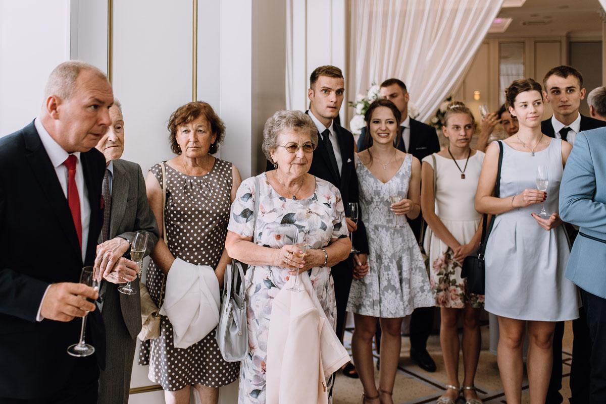 Palac-Romantyczny-Turzno-reportaz-slubny-Torun-slub-plenerowy-cywilny-Joanna-Milosz-110