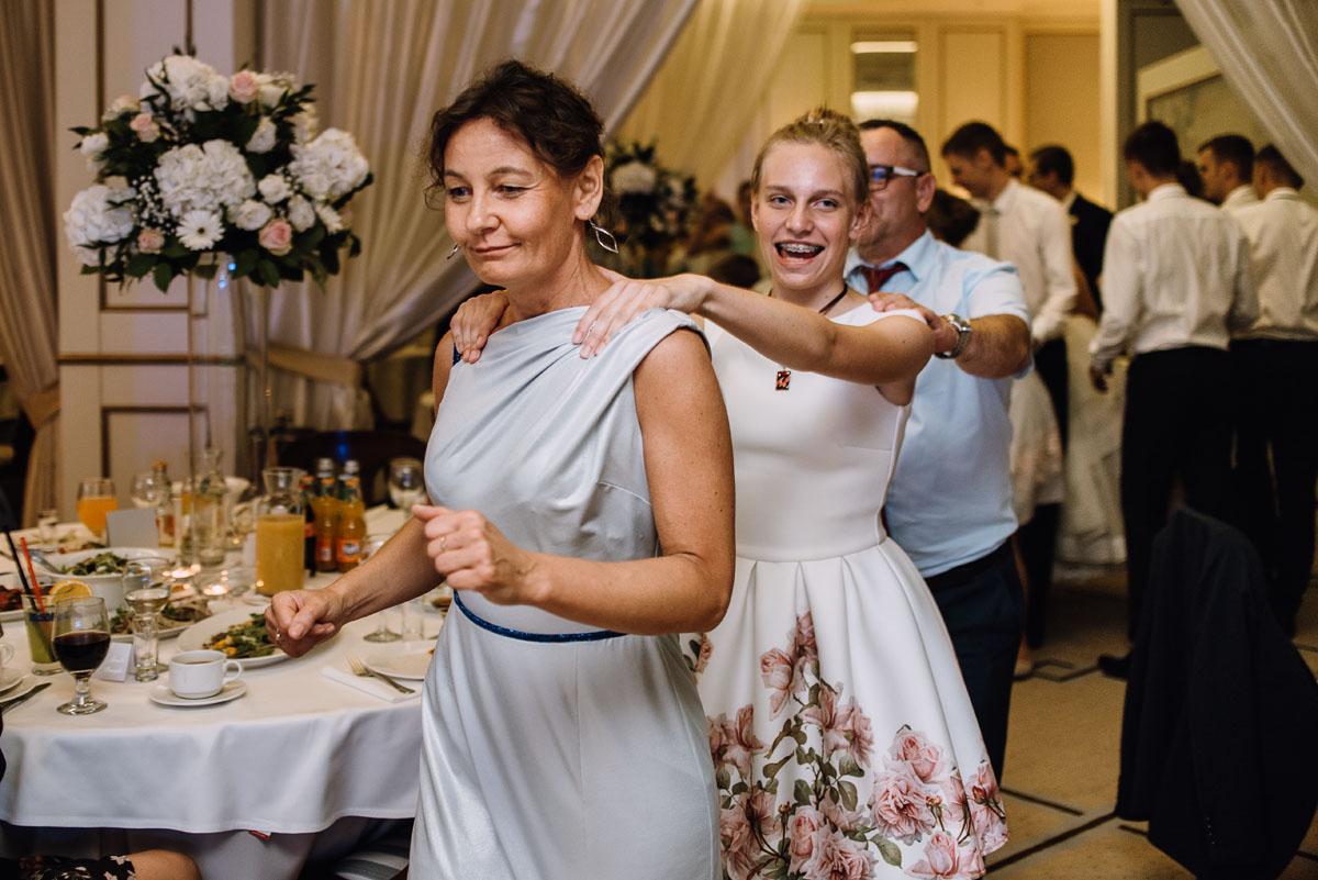 Palac-Romantyczny-Turzno-reportaz-slubny-Torun-slub-plenerowy-cywilny-Joanna-Milosz-152