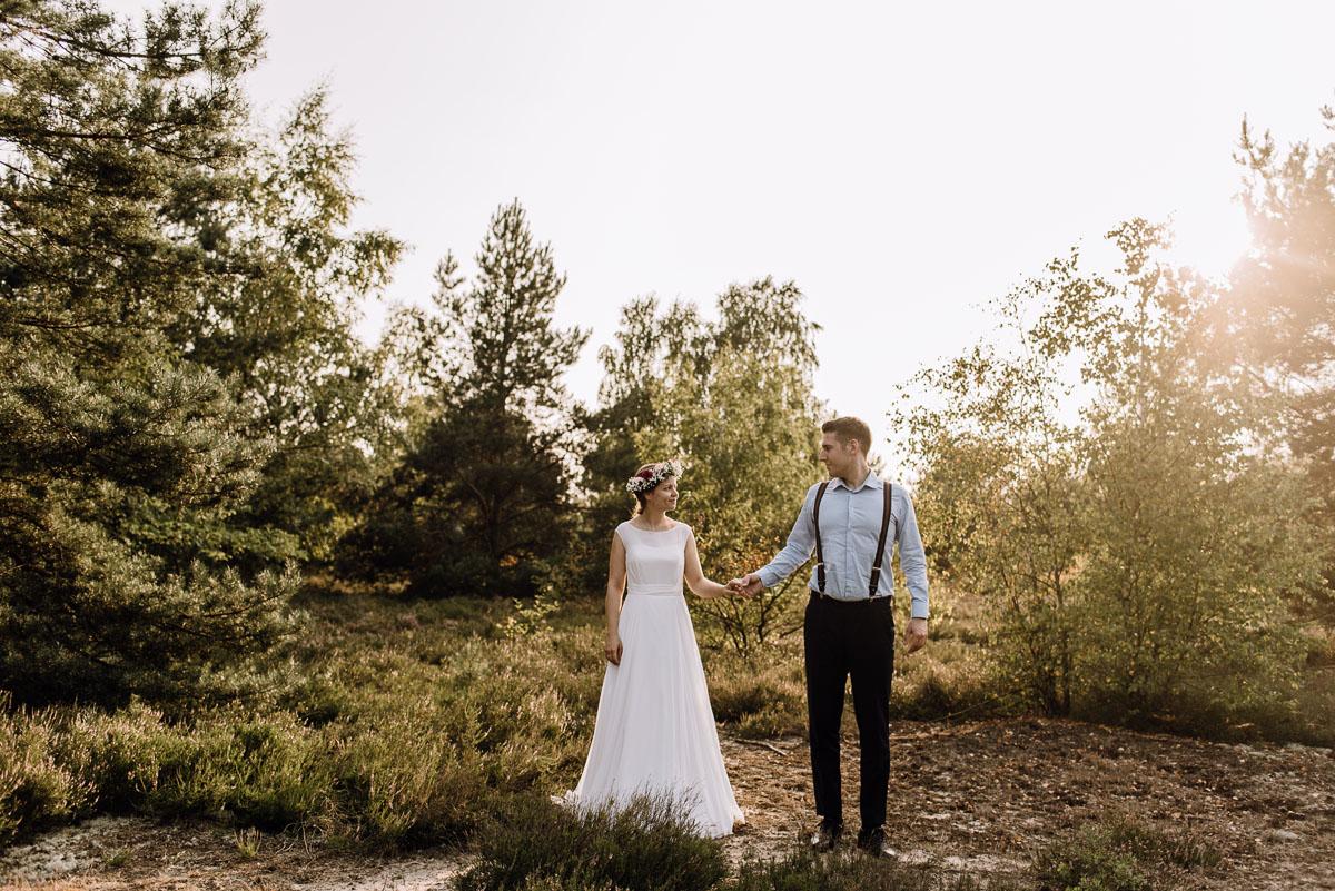 Swietliste-naturalny-plener-slubny-w-lesie-nad-Wisla-Torun-Joanna-Adam-050