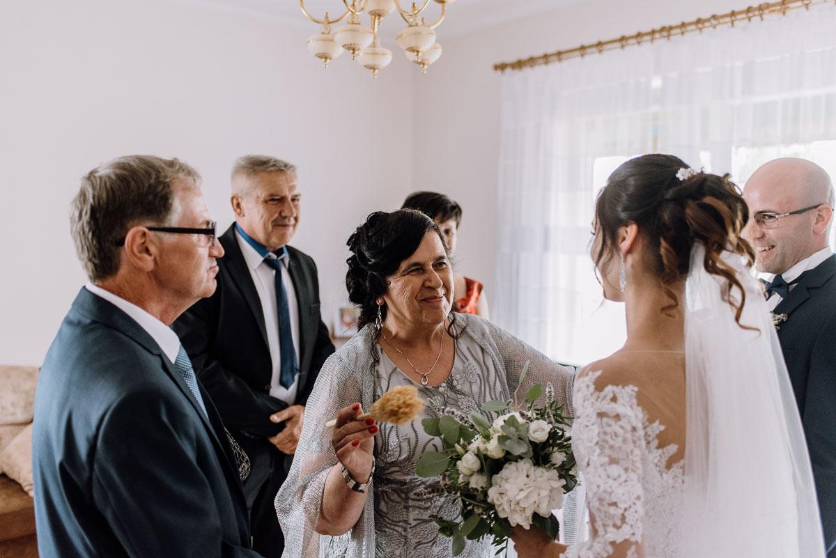 reportaz-slubny-Hotel-Autos-slub-parafia-Nawrocenia-sw-Pawla-Solec-Kujawski-Swietliste-Daniela-Maciej-026