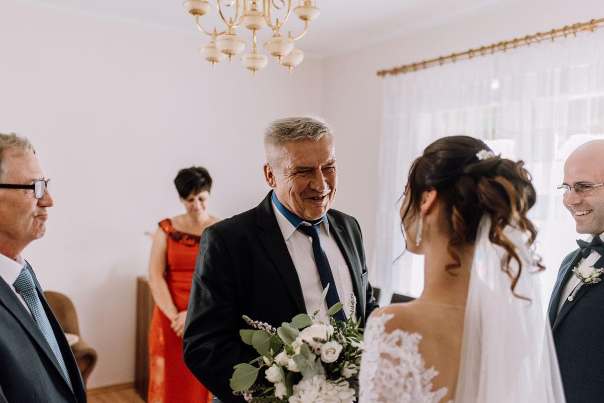 reportaz-slubny-Hotel-Autos-slub-parafia-Nawrocenia-sw-Pawla-Solec-Kujawski-Swietliste-Daniela-Maciej-028