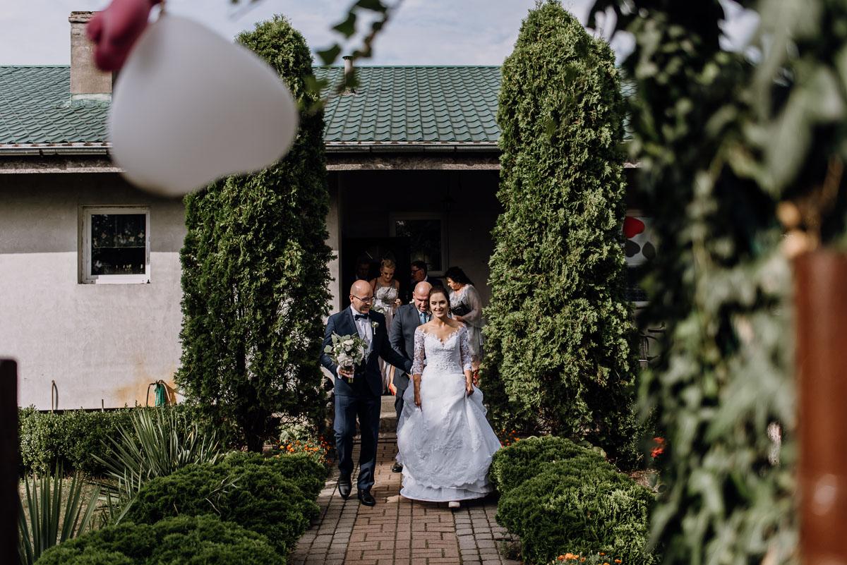 reportaz-slubny-Hotel-Autos-slub-parafia-Nawrocenia-sw-Pawla-Solec-Kujawski-Swietliste-Daniela-Maciej-031
