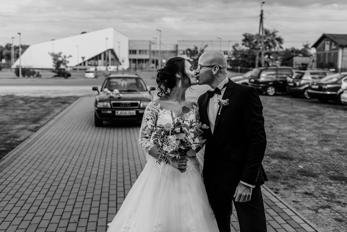 reportaz-slubny-Hotel-Autos-slub-parafia-Nawrocenia-sw-Pawla-Solec-Kujawski-Swietliste-Daniela-Maciej-037