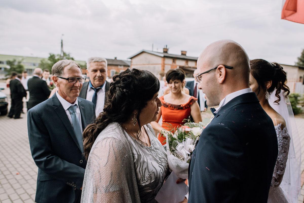 reportaz-slubny-Hotel-Autos-slub-parafia-Nawrocenia-sw-Pawla-Solec-Kujawski-Swietliste-Daniela-Maciej-083