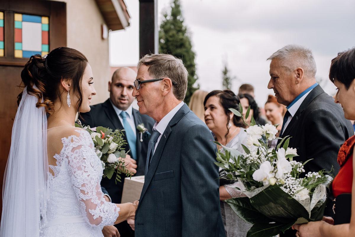 reportaz-slubny-Hotel-Autos-slub-parafia-Nawrocenia-sw-Pawla-Solec-Kujawski-Swietliste-Daniela-Maciej-084