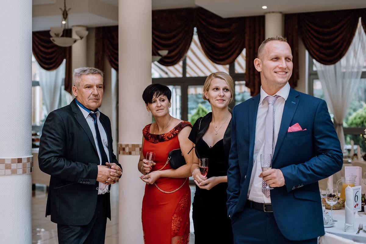 reportaz-slubny-Hotel-Autos-slub-parafia-Nawrocenia-sw-Pawla-Solec-Kujawski-Swietliste-Daniela-Maciej-105