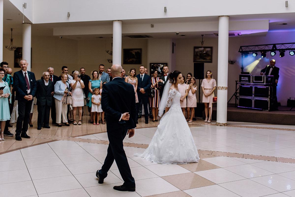 reportaz-slubny-Hotel-Autos-slub-parafia-Nawrocenia-sw-Pawla-Solec-Kujawski-Swietliste-Daniela-Maciej-111