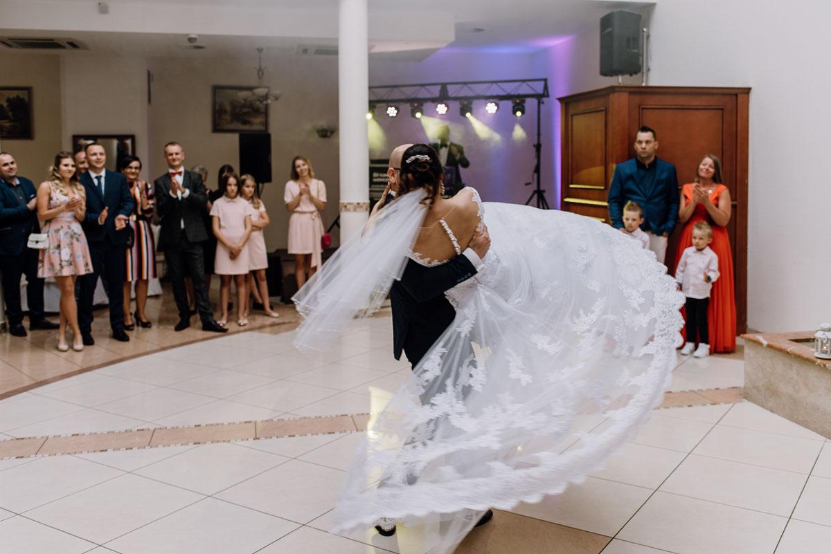 reportaz-slubny-Hotel-Autos-slub-parafia-Nawrocenia-sw-Pawla-Solec-Kujawski-Swietliste-Daniela-Maciej-115