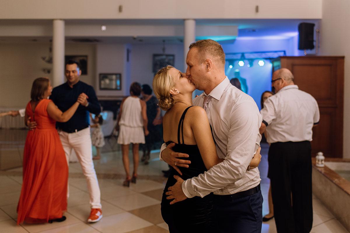 reportaz-slubny-Hotel-Autos-slub-parafia-Nawrocenia-sw-Pawla-Solec-Kujawski-Swietliste-Daniela-Maciej-142