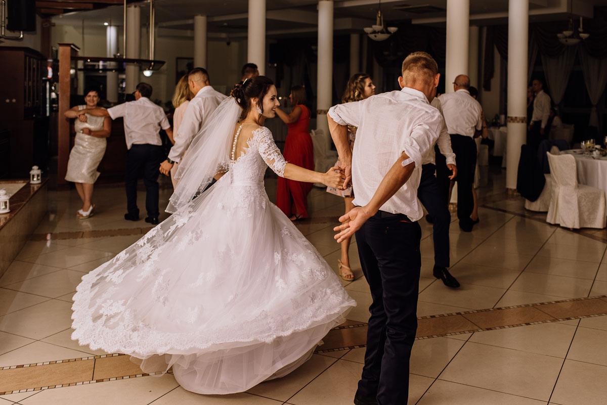 reportaz-slubny-Hotel-Autos-slub-parafia-Nawrocenia-sw-Pawla-Solec-Kujawski-Swietliste-Daniela-Maciej-156