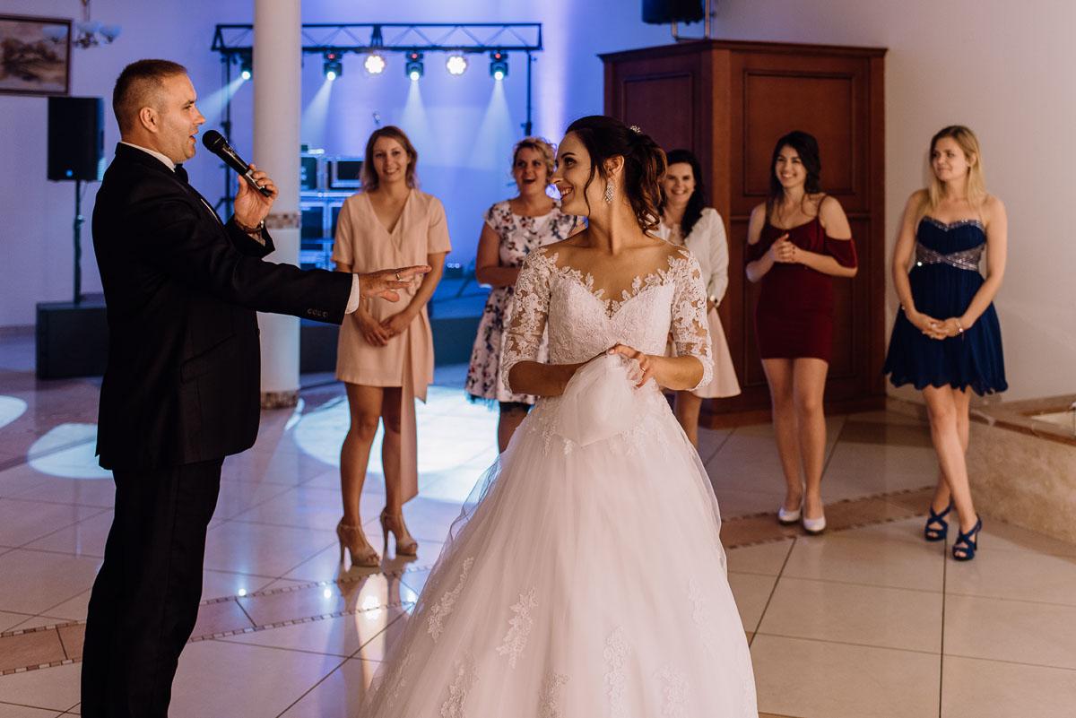 reportaz-slubny-Hotel-Autos-slub-parafia-Nawrocenia-sw-Pawla-Solec-Kujawski-Swietliste-Daniela-Maciej-186