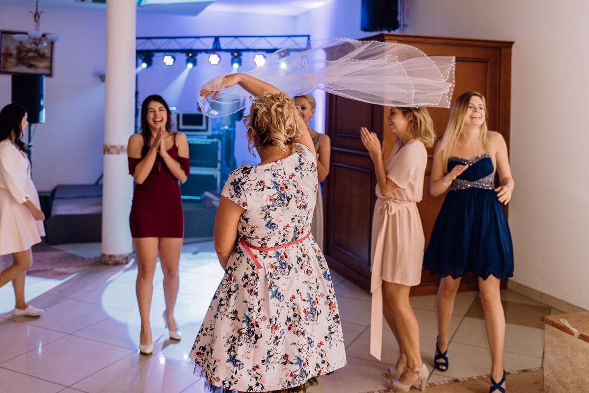 reportaz-slubny-Hotel-Autos-slub-parafia-Nawrocenia-sw-Pawla-Solec-Kujawski-Swietliste-Daniela-Maciej-187