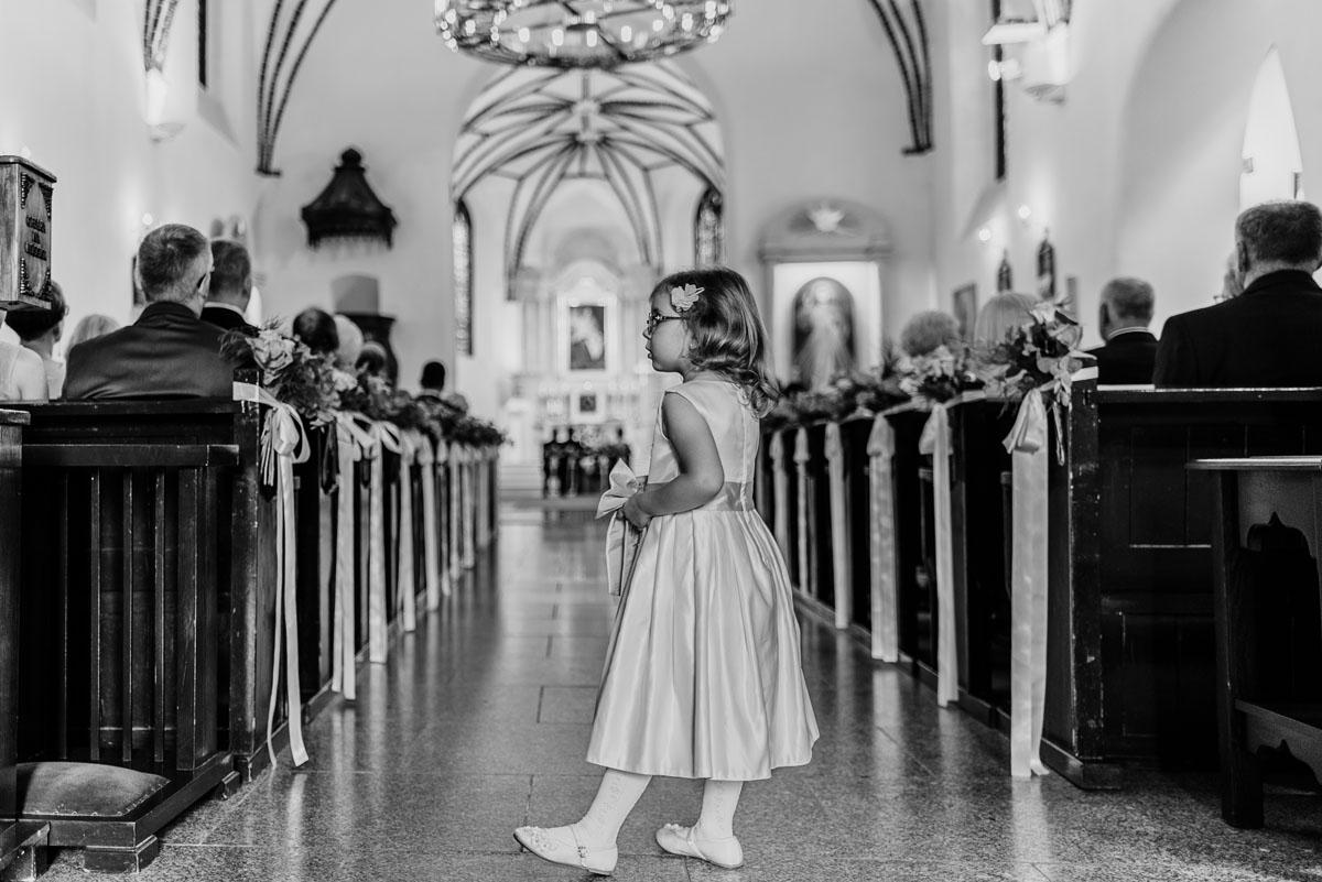 Swietliste-fotografia-slubna-Bydgoszcz-kosciol-Garnizonowy-dwor-Hulanka-Dominika-Bartosz-fotografujemy-emocje-061
