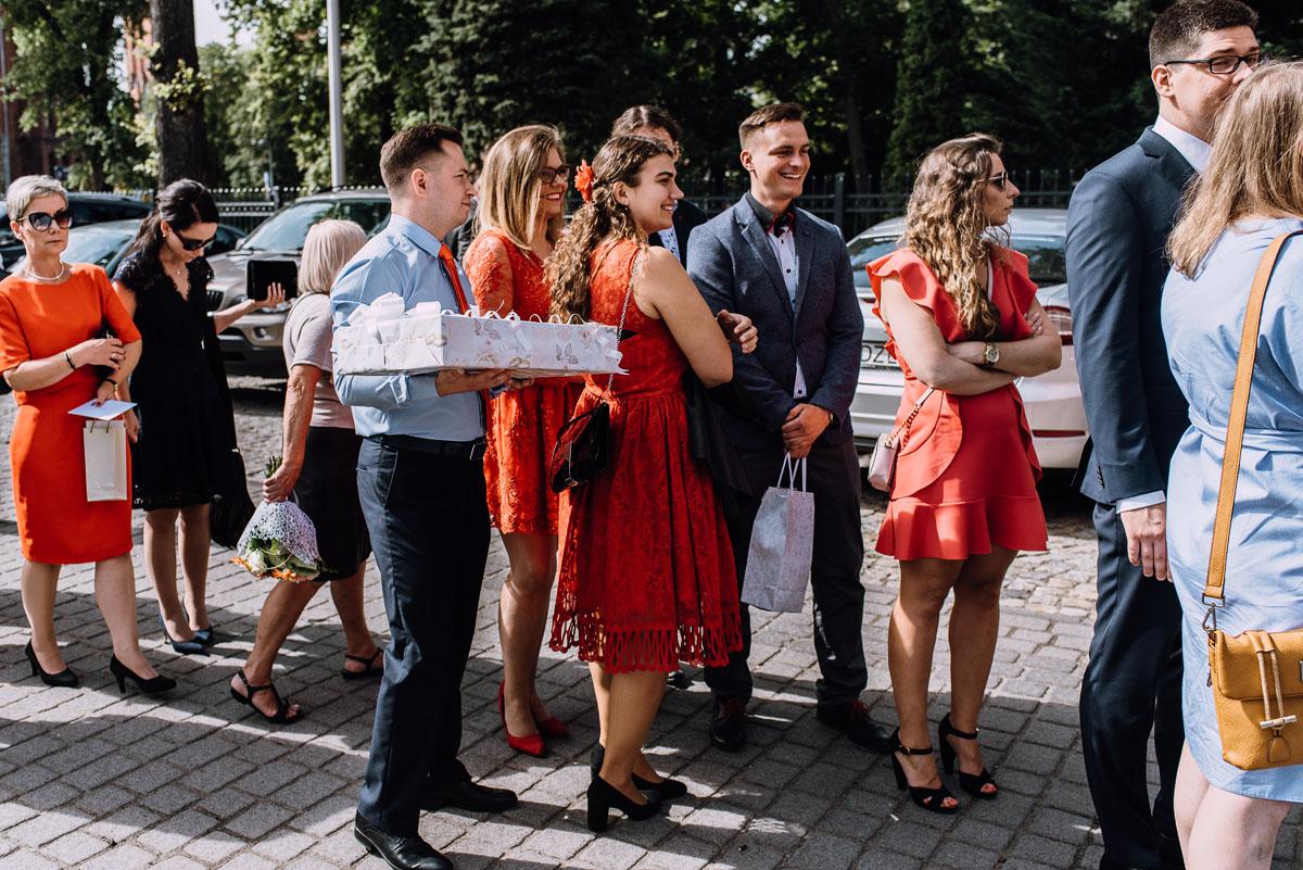 Swietliste-fotografia-slubna-Bydgoszcz-kosciol-Garnizonowy-dwor-Hulanka-Dominika-Bartosz-fotografujemy-emocje-104