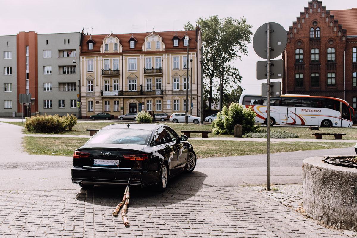 Swietliste-fotografia-slubna-Bydgoszcz-kosciol-Garnizonowy-dwor-Hulanka-Dominika-Bartosz-fotografujemy-emocje-123