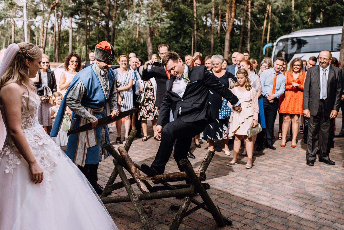 Swietliste-fotografia-slubna-Bydgoszcz-kosciol-Garnizonowy-dwor-Hulanka-Dominika-Bartosz-fotografujemy-emocje-135